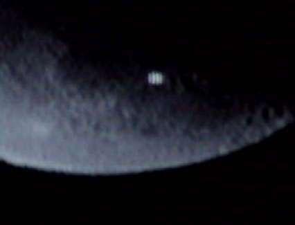 ufo 1 - foto NASA - zpráv a fotografií dosvedcujících prítomnost ufo na Mesíci je mnohem více...
